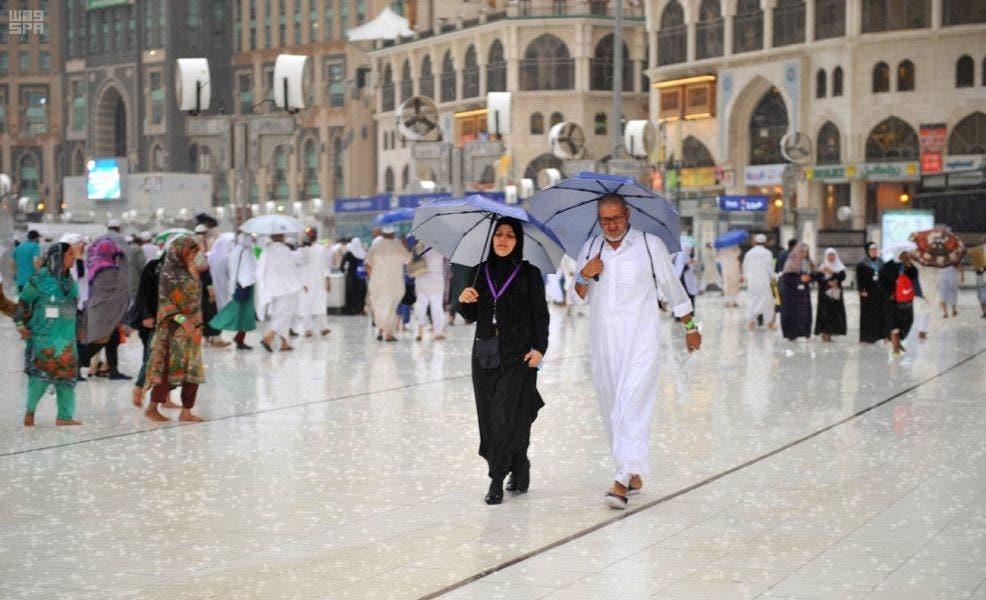 أمطار تغمر مكة قبيل الحج