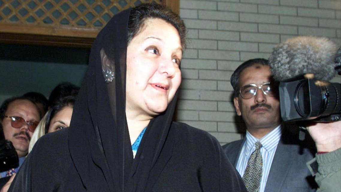 Kulsoom Nawaz leaves her Islamabad residence prior to departing the country on December 10, 2000. (File photo: Reuters)