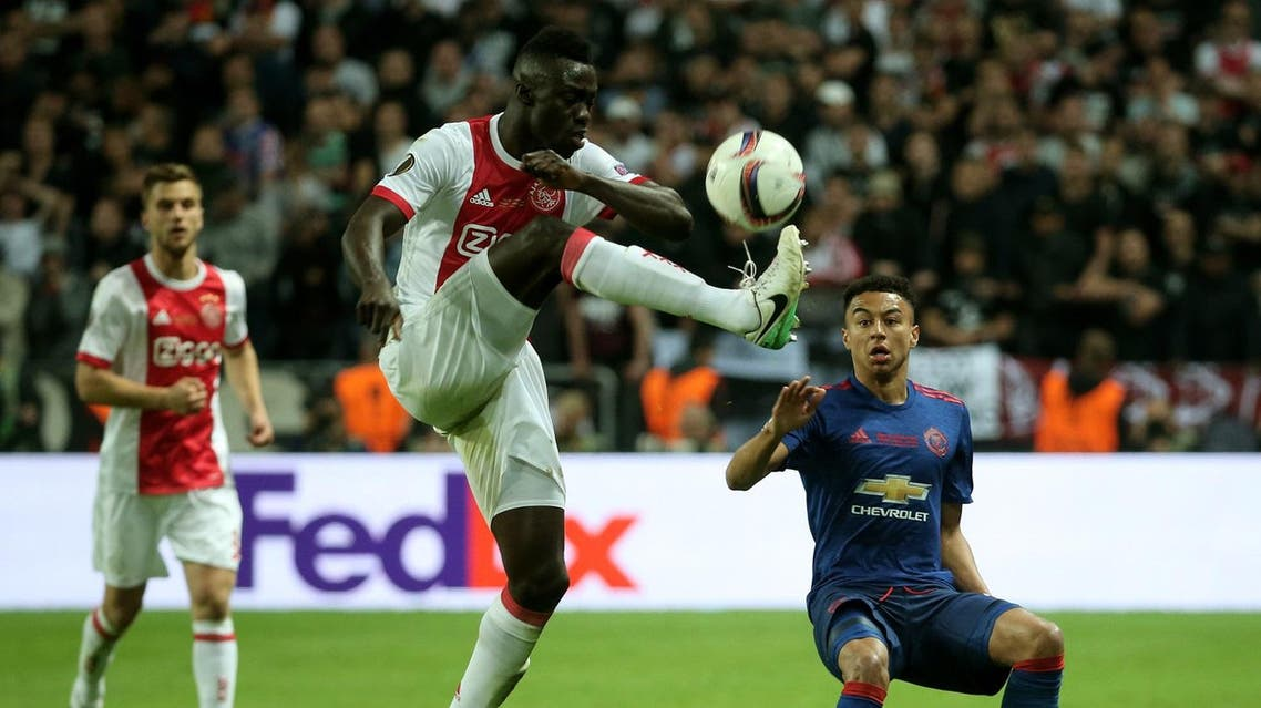 (FILES) This file photo taken on May 24, 2017 shows Ajax Colombian defender Davinson Sánchez (C) controlling the ball during the UEFA Europa League final football match Ajax Amsterdam v Manchester United at the Friends Arena in Solna outside Stockholm. Colombian international defender Davinson Sanchez became Tottenham Hotspur's first signing of the close season on Friday, August 18, 2017, when they paid a reported club record £42million (46m euros, $54m) to Dutch side Ajax. (AFP)