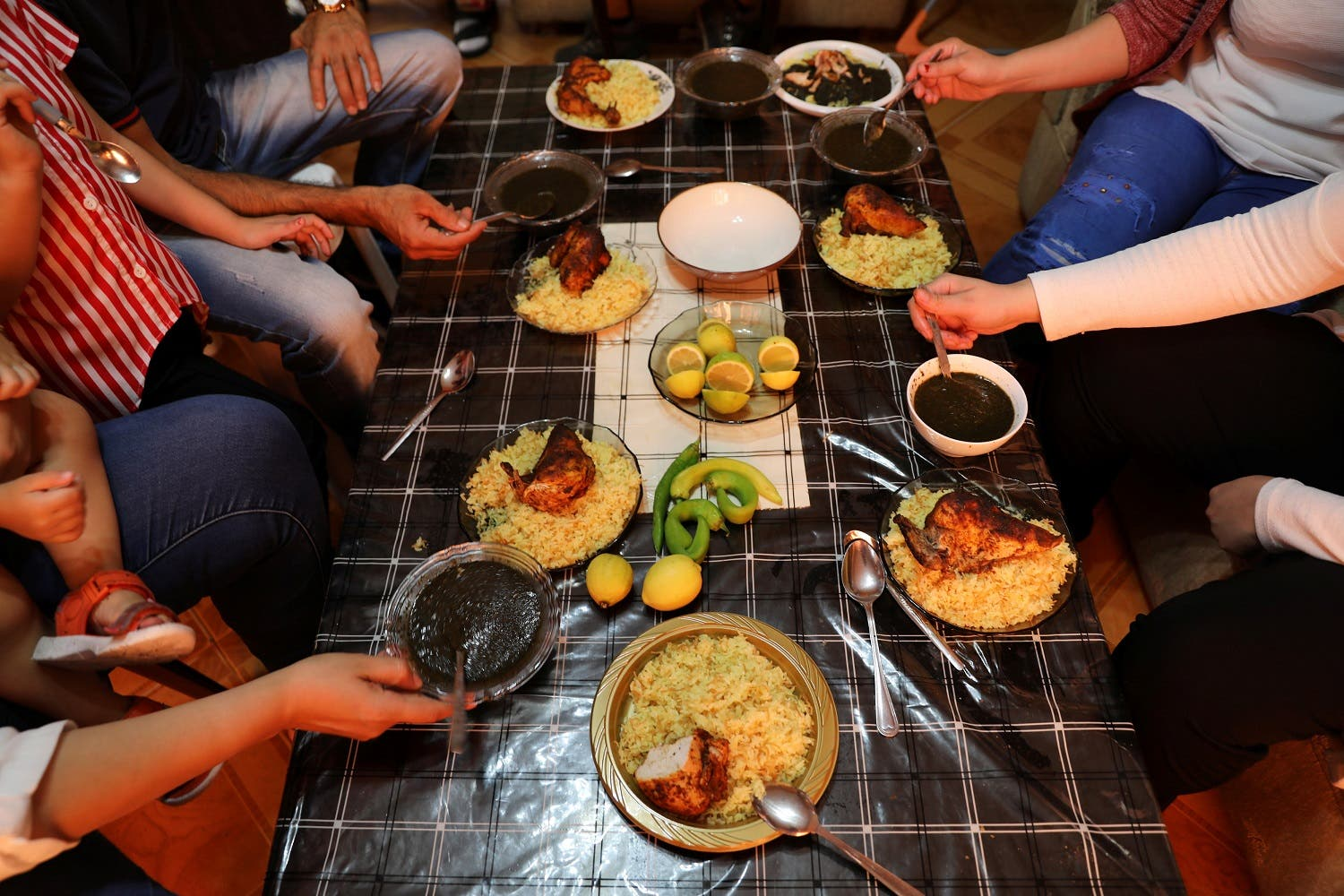 Palestinians eat molokhya at a home in Jerusalem August 10, 2017. Picture taken August 10, 2017. (Reuters)
