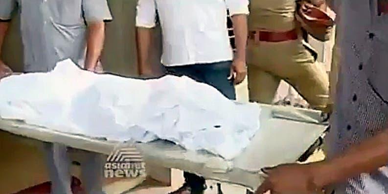 سوئمنگ پول میں بجلی کے جھٹکے سے جاں بحق ہونے والے بچے کی میت
