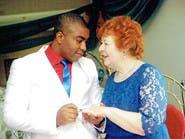 الجدة الإنجليزية والشاب النيجيري.. حب أم خداع؟
