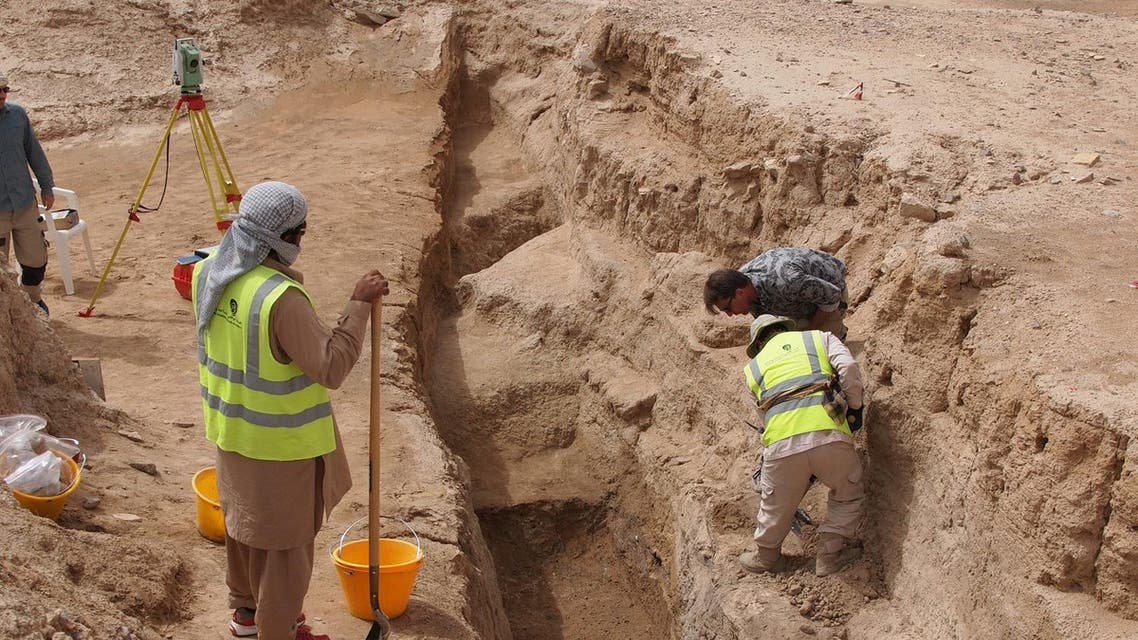 Excavations at Hili 8 exposing 4500 year old archaeological layers. (TCA Abu Dhabi)
