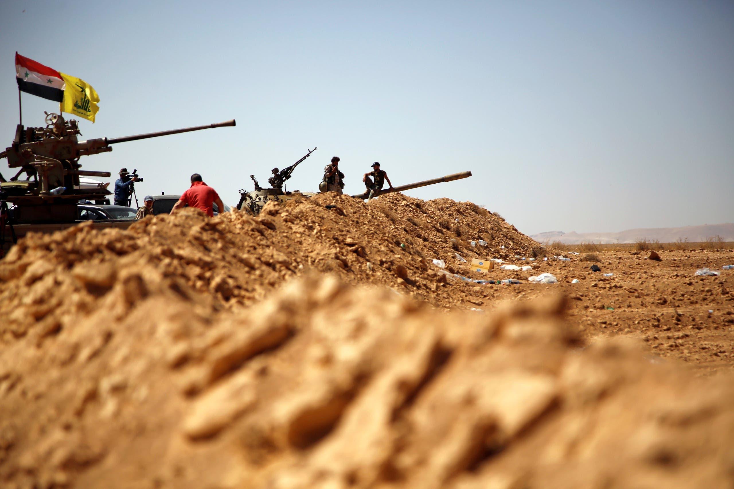 قوات النظام السوري وحزب الله على الحدود