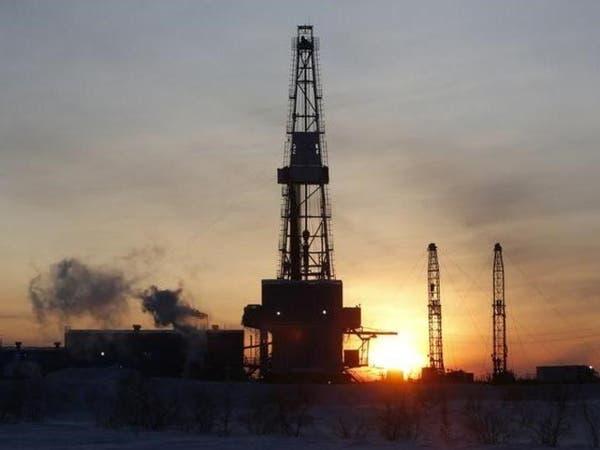 النفط يرتفع بعد تمديد أوبك لاتفاق خفض الإنتاج