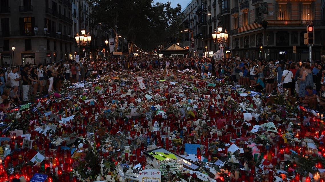 وقفة تضامنية لنجوم ستارز أون بورد مع ضحايا برشلونة