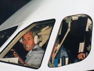 الطيار الذي عاد بنعش ديانا من باريس يروي القصة لأول مرة