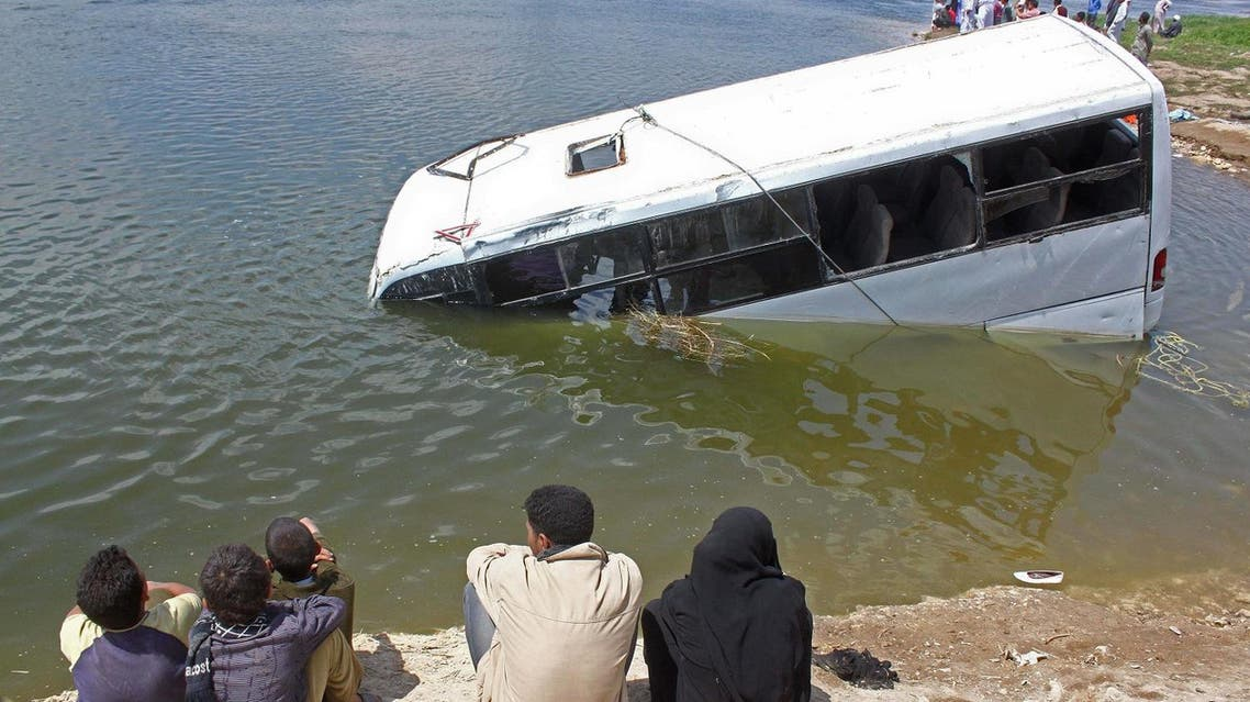Egyptians look at a sunken minibus in which 22 people drowned when it fell into the Nile River in Beni Suef on April 29, 2011. (File photo: AFP)