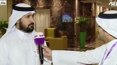شاعر قطري حاج ينشد شعراً في مدح السعودية وقيادتها