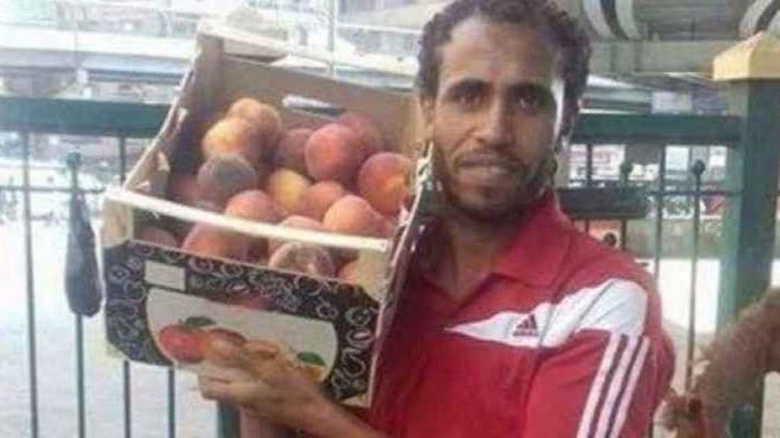 Pictures of Jazzar selling fresh produce at a stall in Giza Square were widely shared on social media. (Twitter)
