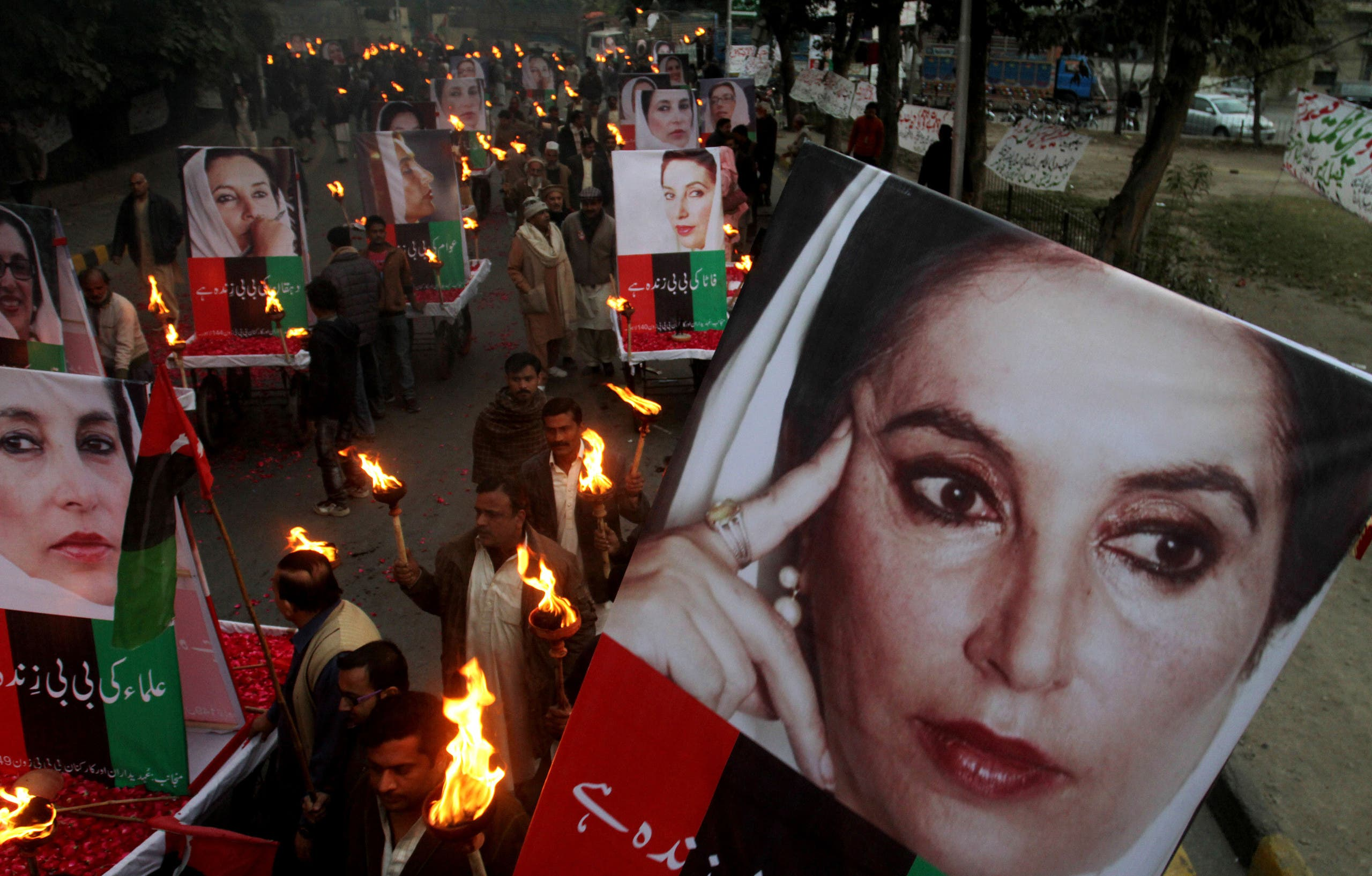 Supporters of Pakistan's slain leader Benazir Bhutto rally in Lahore, Pakistan, on the sixth anniversary of her death, Friday, Dec. 27, 2013. (AP)