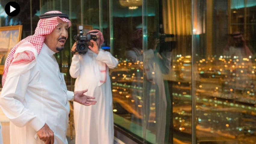 King Salman bin Abdulaziz arrived in Mina to oversee services that have been put in place for pilgrims during Hajj. (SPA)