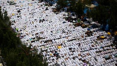 حجاج بيت الله ينفرون لمزدلفة بعد أن وقفوا في صعيد عرفات