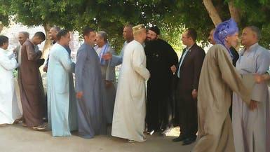 بالصور.. أقباط يصطفون أمام مساجد مصرية لتهنئة المسلمين