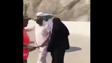فيديو مؤثر بين حاج وجندي سعودي بمنطقة رمي الجمرات