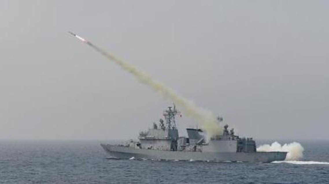 مدمرة كورية جنوبية تطلق صاروخا خلال المناورة