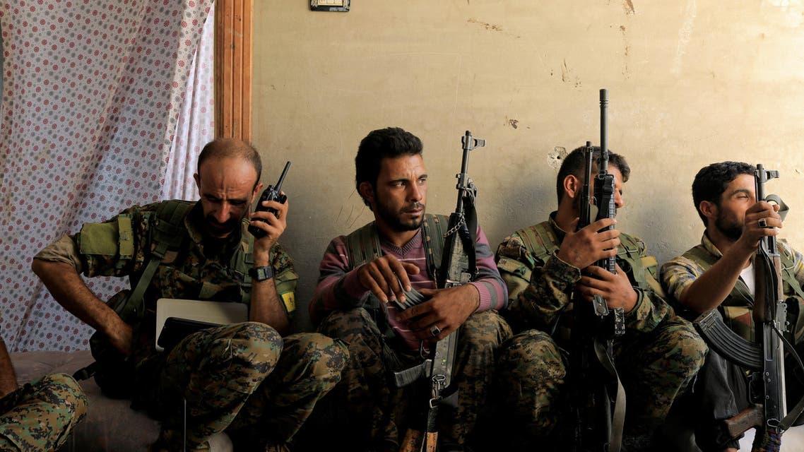 عناصر من قوات سوريا الديمقراطية بالرقة