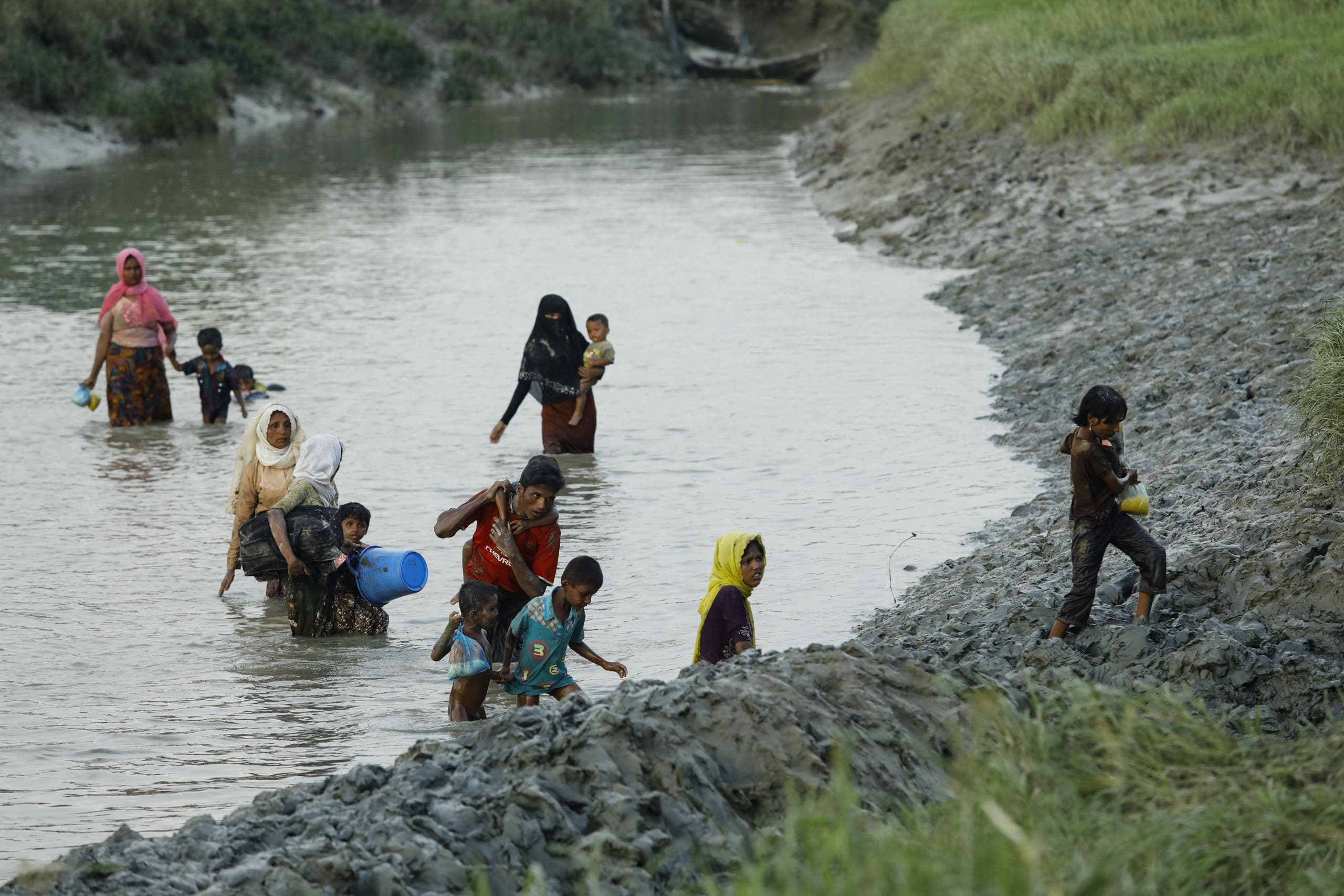 Displaced Rohingya refugees from Rakhine state in Myanmar cross a river near Ukhia, near the border between Bangladesh and Myanmar, as they flee violence on September 4, 2017. AFP
