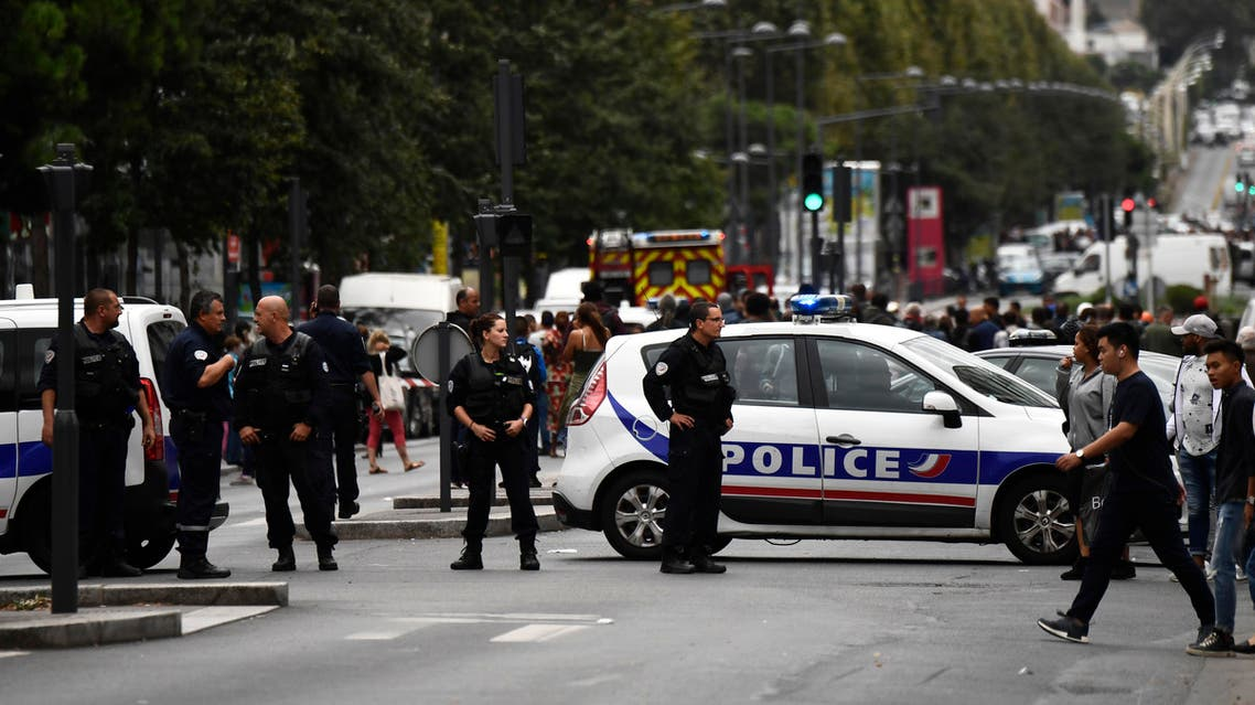 Police cordon off a street in Villejuif, a suburb of Paris, on September 6, 2017 as two men were arrested after the discovery of explosives and bomb components at an apartment.  CHRISTOPHE SIMON / AFP
