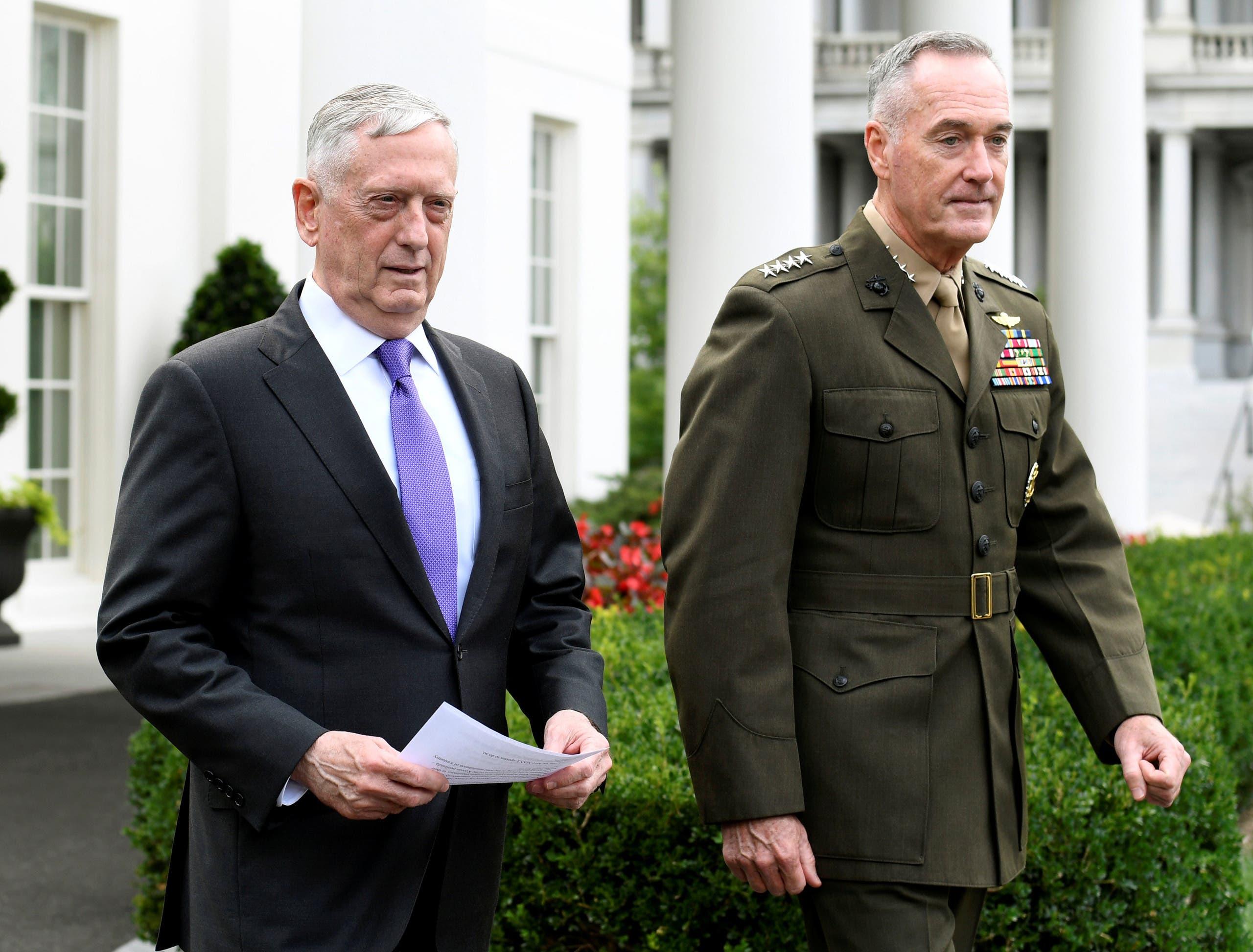 وزير الدفاع الأميركي جيمس ماتيس ورئيس هيئة الأركان الجنرال جوزيف دانفورد في المؤتمر الصحافي الذي عقده البيت الأبيض الأحد الماضي