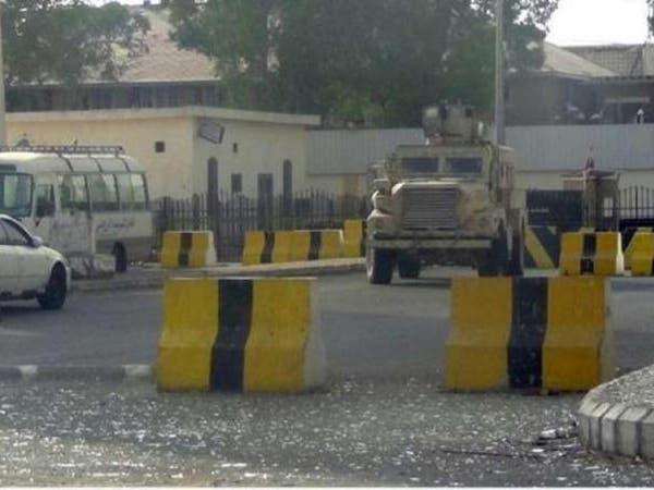 الحوثيون منعوه من زيارة نجله.. فمات كمداً أمام المعتقل