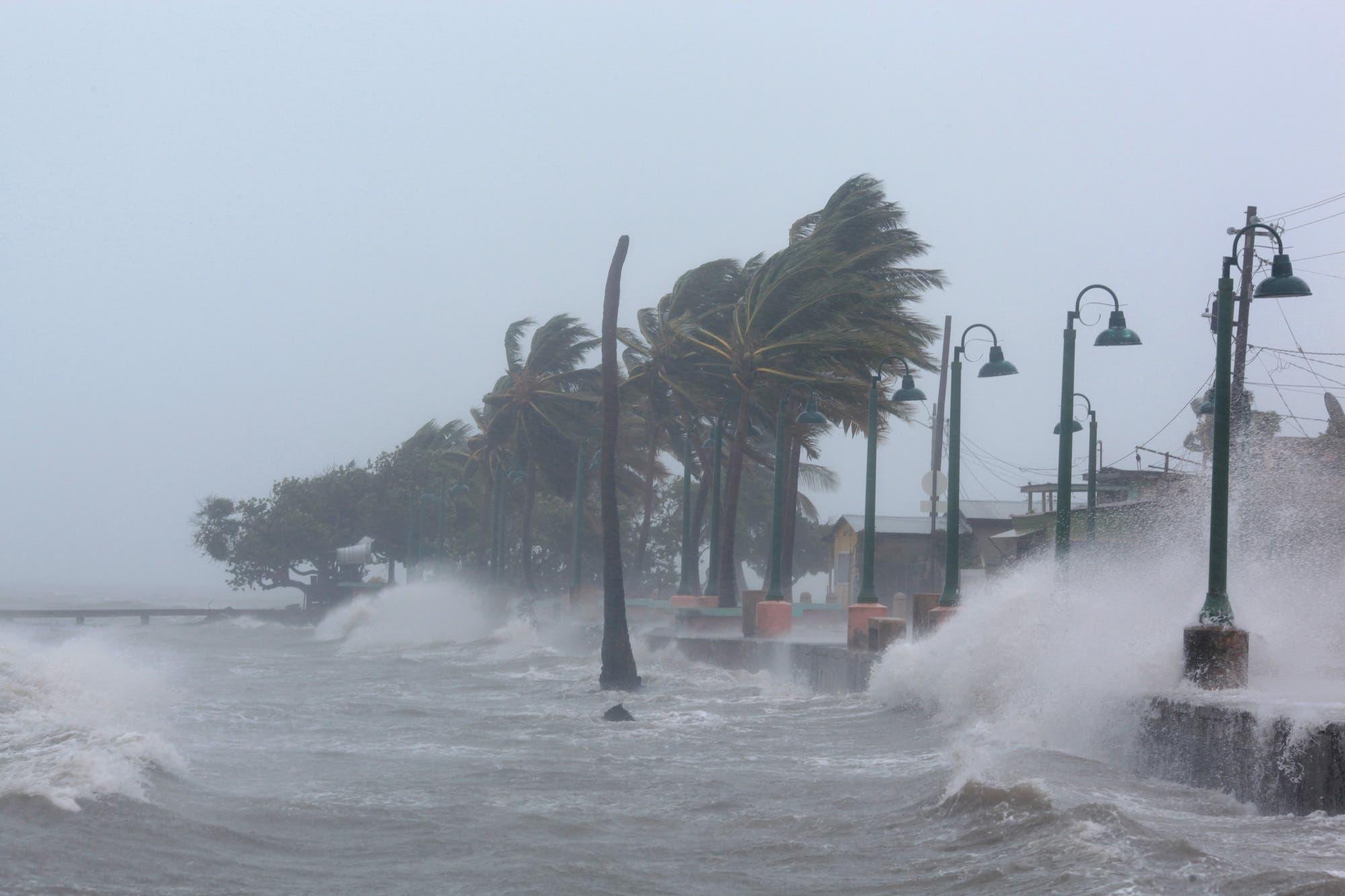 Waves crash against the seawall as Hurricane Irma slammed across islands in the northern Caribbean on Wednesday, in Fajardo, Puerto Rico, September 6, 2017. (Reuters)