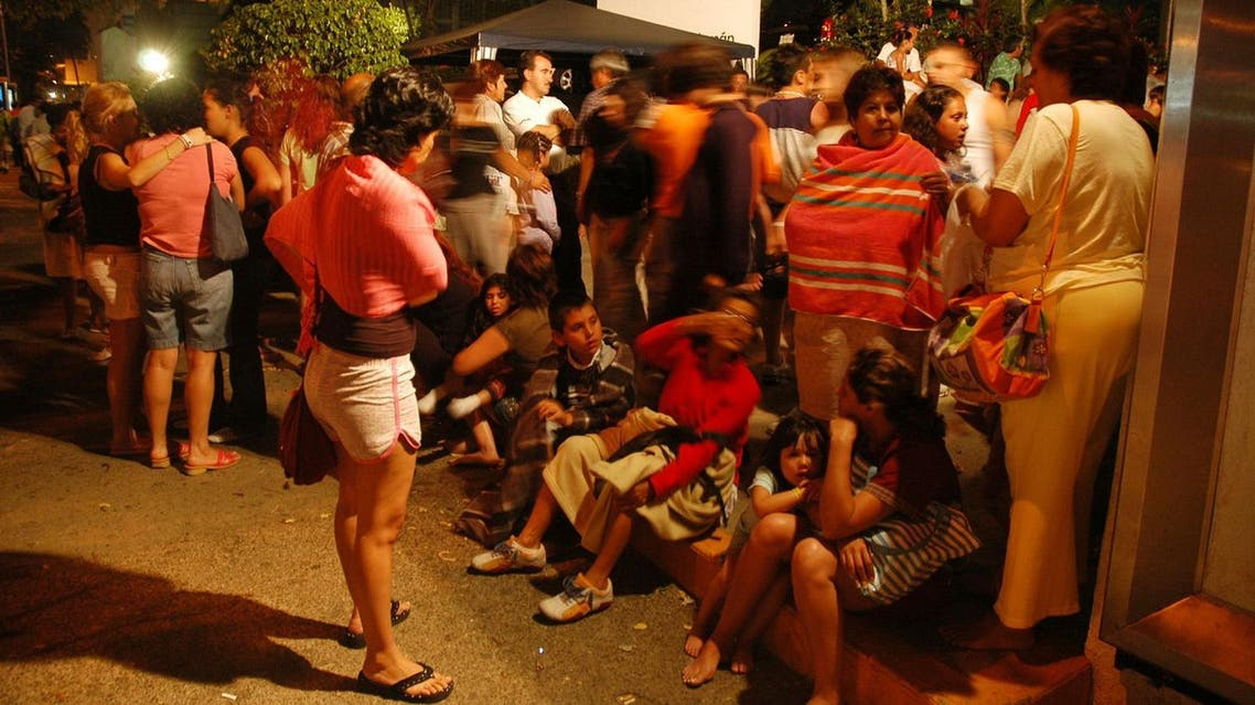 Tourists stand outside their hotels following a 5.4 magnitude earthquake in Acapulco, Mexico, on April 13, 2007.  (AP)