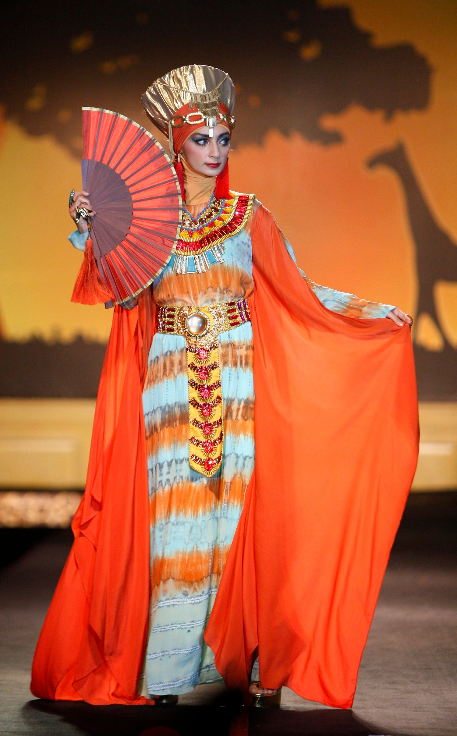 Models show creations by Dian Pelangi in silhouette during the Indonesia Fashion Week 2014 in Jakarta, Indonesia, Feb 21, 2014. (AP)