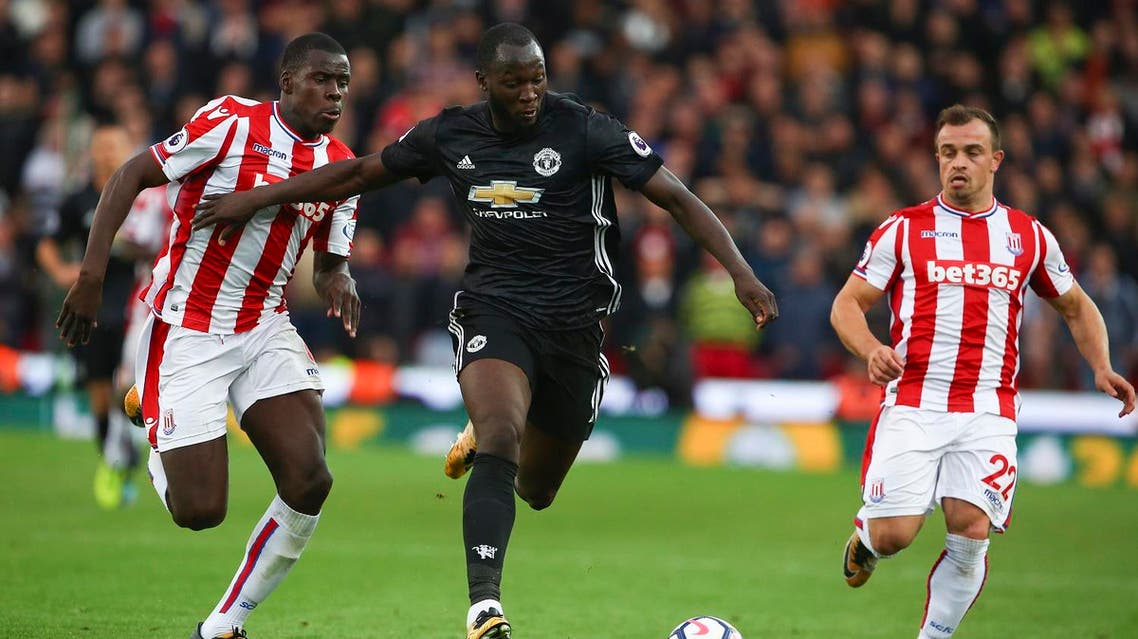 Manchester United's Belgian striker Romelu Lukaku (C) vies with Stoke City's French defender Kurt Zouma (L) during the English Premier League football match between Stoke City and Manchester United at the Bet365 Stadium in Stoke-on-Trent, central England on September 9, 2017. (AFP)