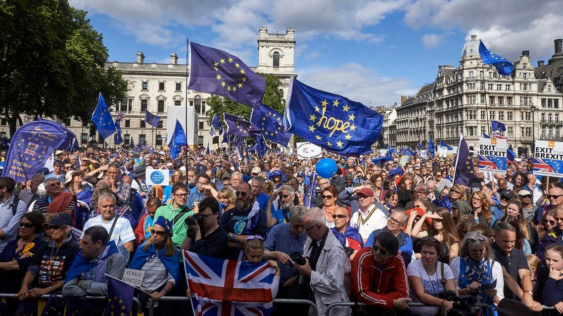 """Thousands joined the pro-EU march in London on September 9, 2017, calling on politicians to """"unite, rethink and reject Brexit"""". (AFP)"""