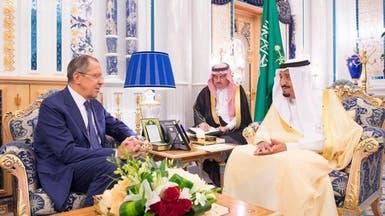 العاهل السعودي يستقبل وزير خارجية روسيا الاتحادية