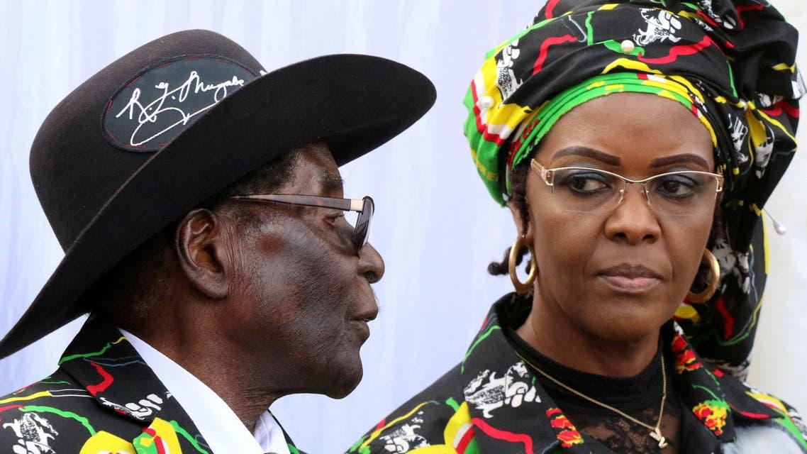 President Robert Mugabe (L) and his wife Grace attend a rally of his ruling ZANU (PF) in Chinhoyi, Zimbabwe, July 29, 2017. (reuters)