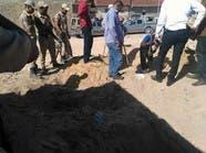 بالصور.. مسن مصري يذبح زوجته ويدفن طفلتها حيه بجوارها