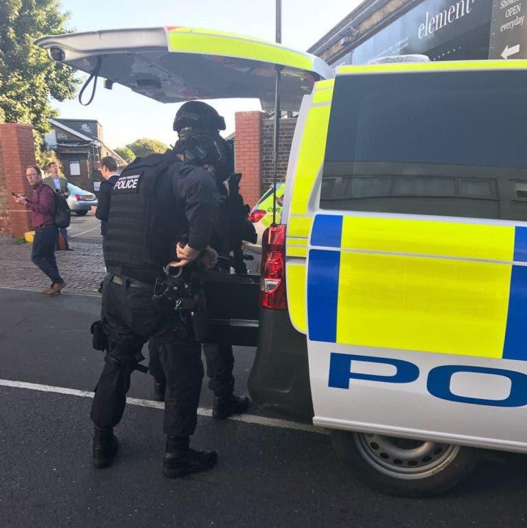 عناصر من الشرطة بالقرب من موقع التفجير