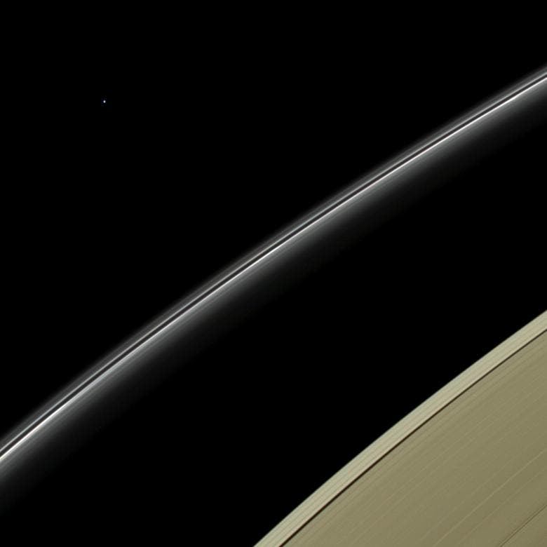 Cassini's close-up of Saturn