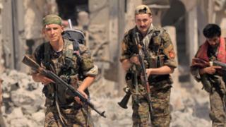 من قوات سوريا الديمقراطية
