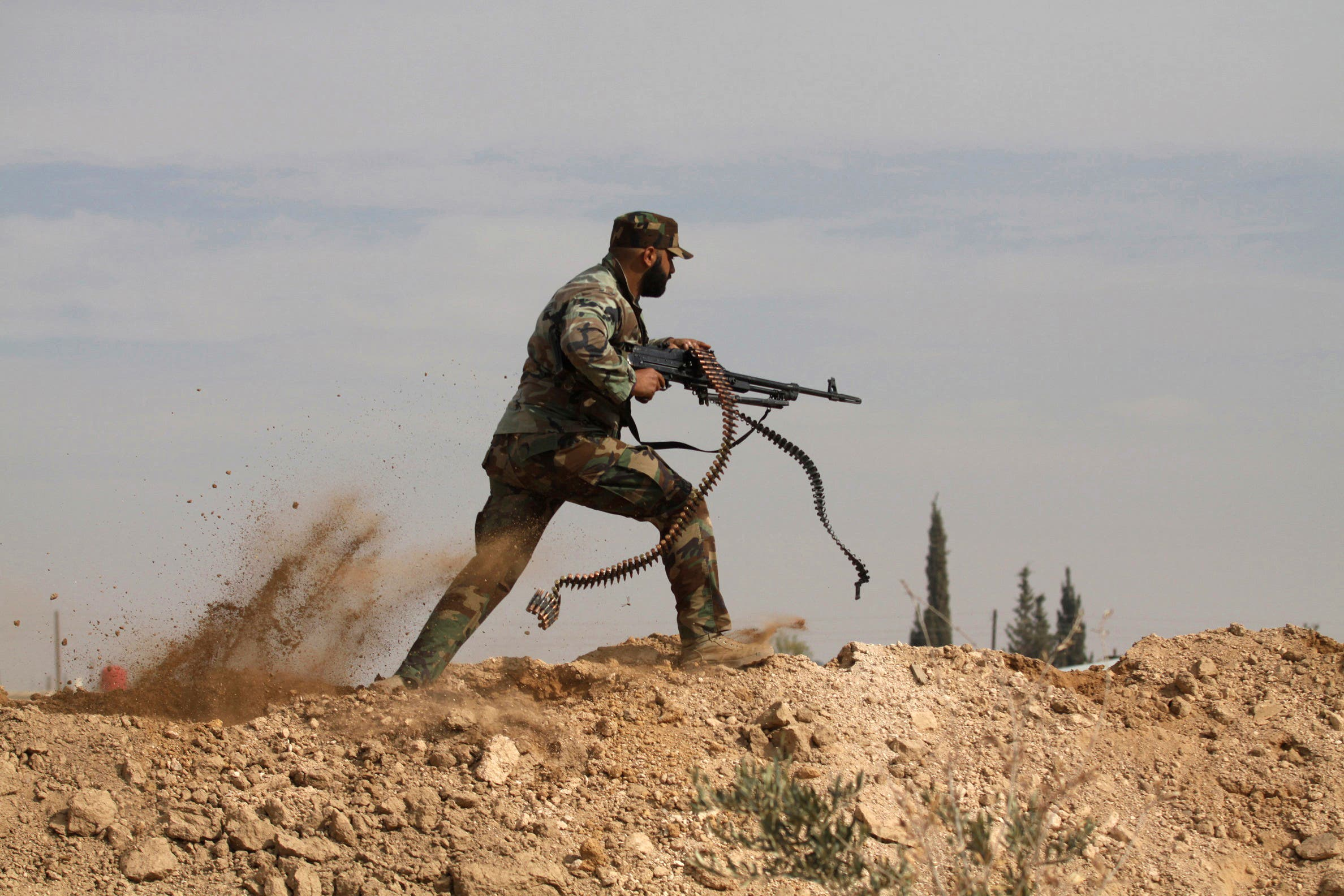 A Shia fighter clashes with members of the Free Syrian Army in the town of Hatita, in the countryside of Damascus, Syria on Nov. 22, 2013. (File photo: AP)