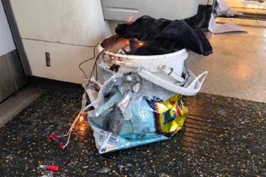العبوة كانت بالكيس وبدت أسلاكها الكهربائية منه حين احترقت موادها قبل أوان تفجيرها