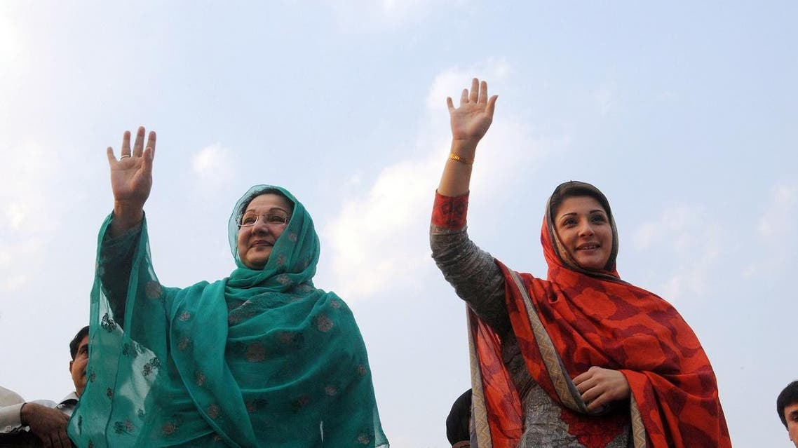 Kulsoom Nawaz (L) wife of former Pakistan's premier Nawaz Sharif wave to supporters as they take part of election campaign in Lahore on May 4, 2013. (AFP)