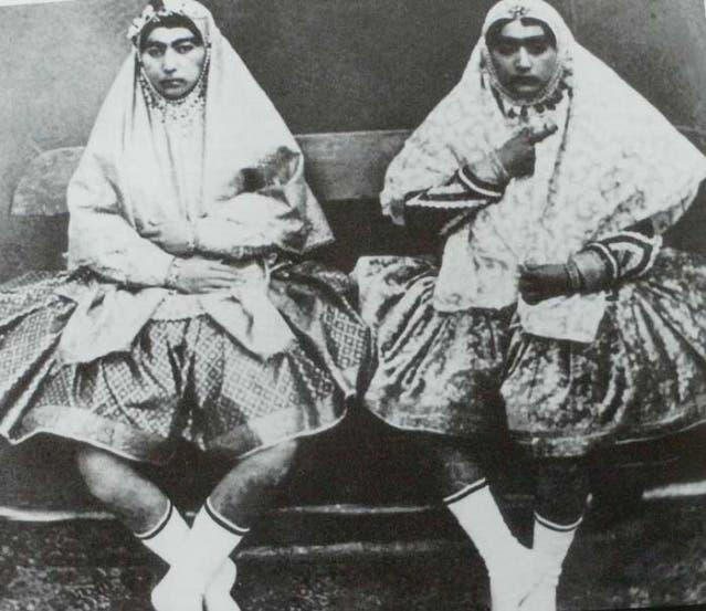 كان بعضهن يرتدين التنانير القصيرة