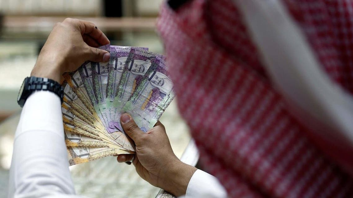A Saudi money changer displays Saudi Riyal banknotes at a currency exchange shop in Riyadh, Saudi Arabia July 27, 2017. (Reuters)
