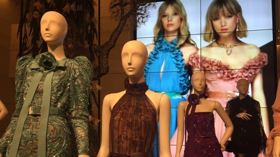 021e6f01e إيلي صعب يجمع بين الموضة والفن في بيروت