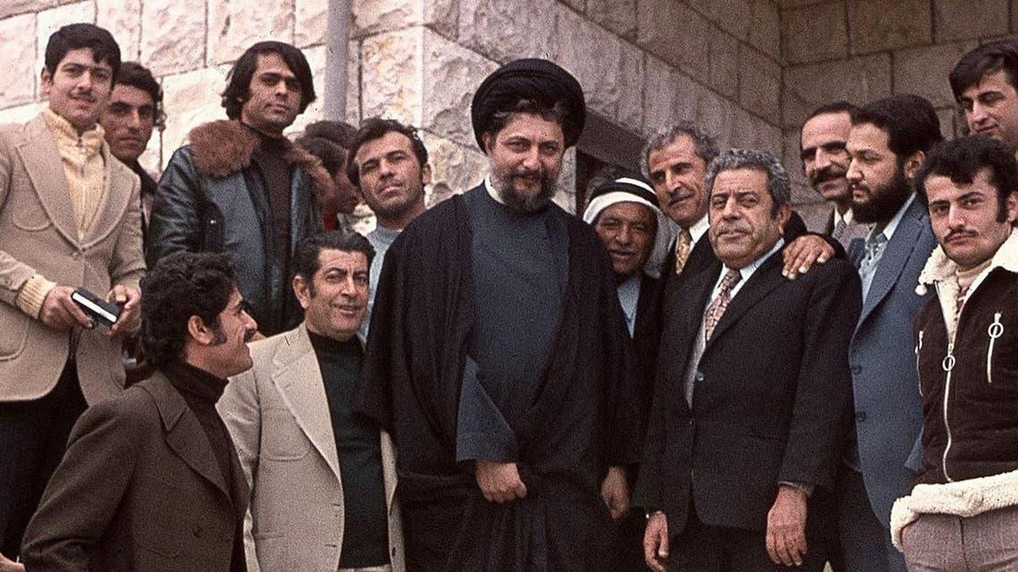 رجل الدين الشيعي موسى الصدر يتوسط الصورة