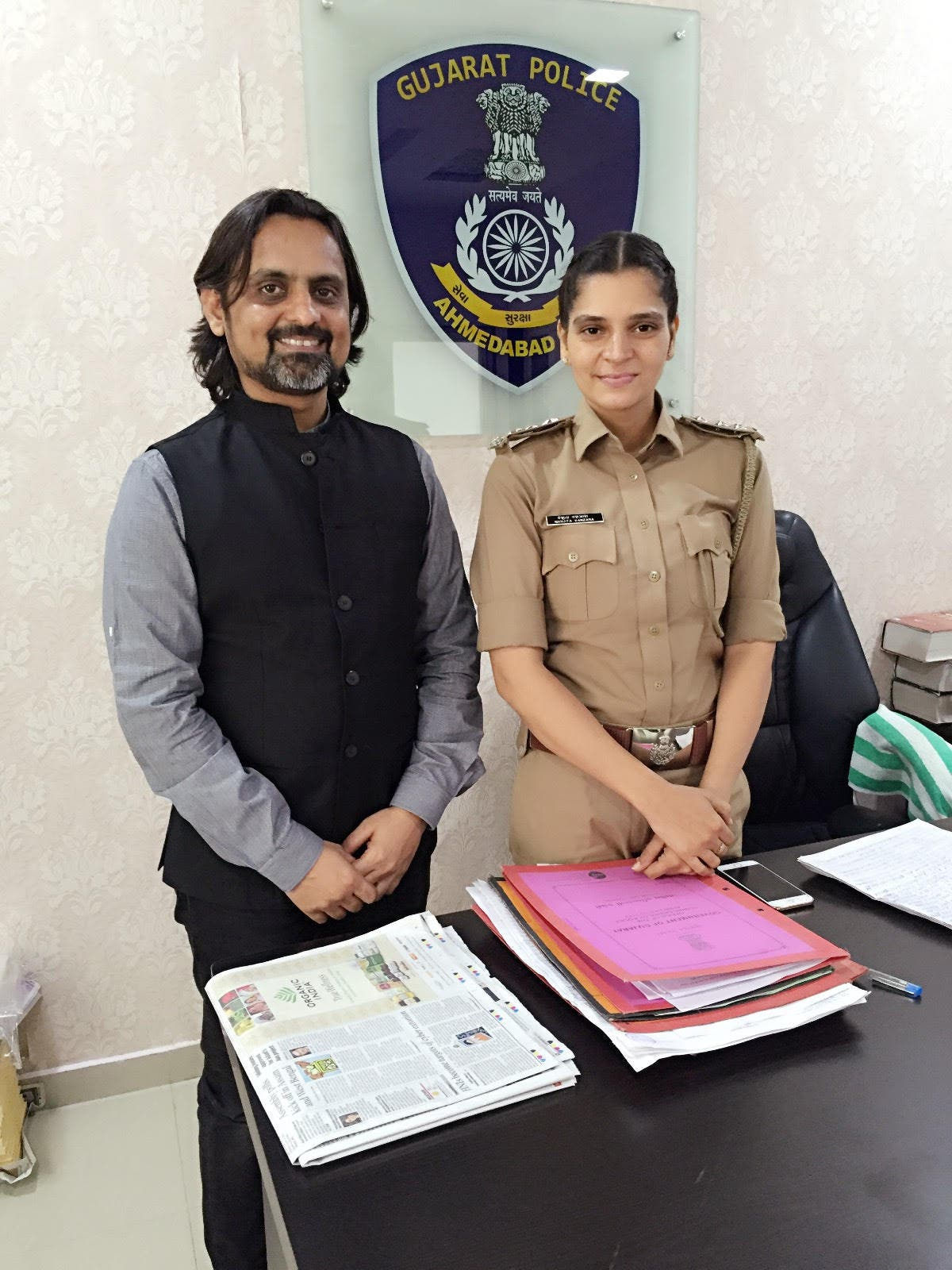 Police officer Manjita Vanzara (right) and social worker Dr Ronak Gandhi say that youngsters these days want to kill themselves over trivial matters. (Supplied)