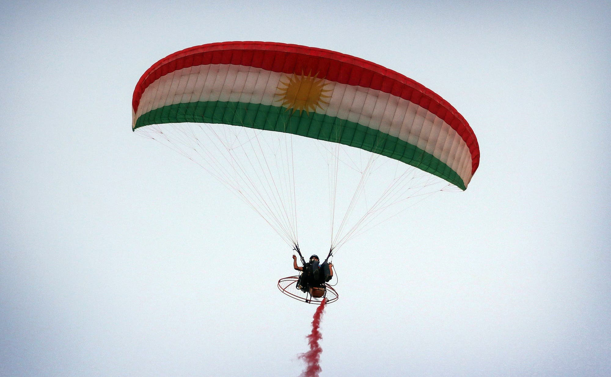 An Iraqi Kurd flies his powered parachute during the Watercraft festival on August 25, 2017, at lake Darband in Raniya district, 70 km east of Erbil. (AFP)