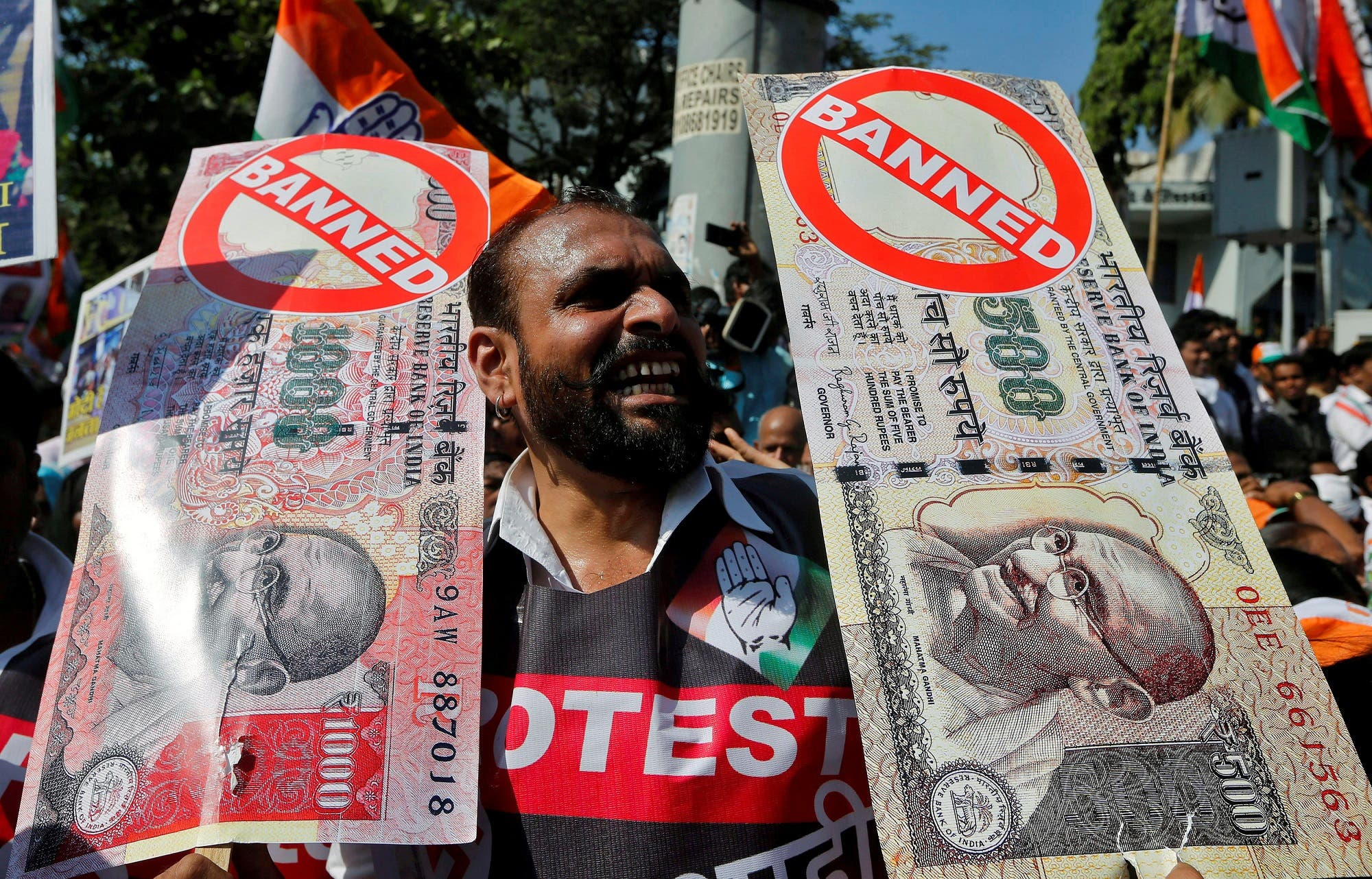 A man holds placards and shouts slogans during a rally organized against the government's decision to withdraw 500 and 1000 Indian rupee banknotes, in Mumbai, on November 28, 2016. (Reuters)