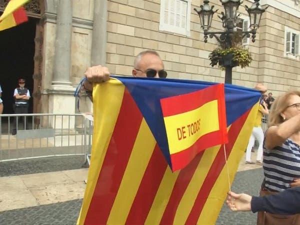 """عشية استفتاء كاتالونيا.. إسبانيا """"فوق صفيح ساخن"""""""