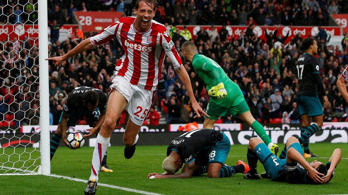 Stoke City's Peter Crouch celebrates scoring their second goal against Southampton in the Premier League match on September 30, 2017. (Reuters)