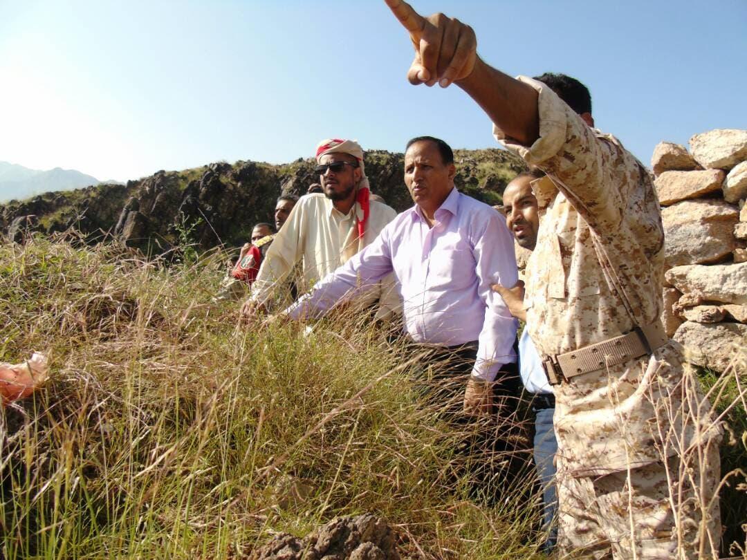 طونائب رئيس الحكومة اليمنية يزور الخطوط الأمامية في جبهات القتال ضد الانقلابيين بتعز