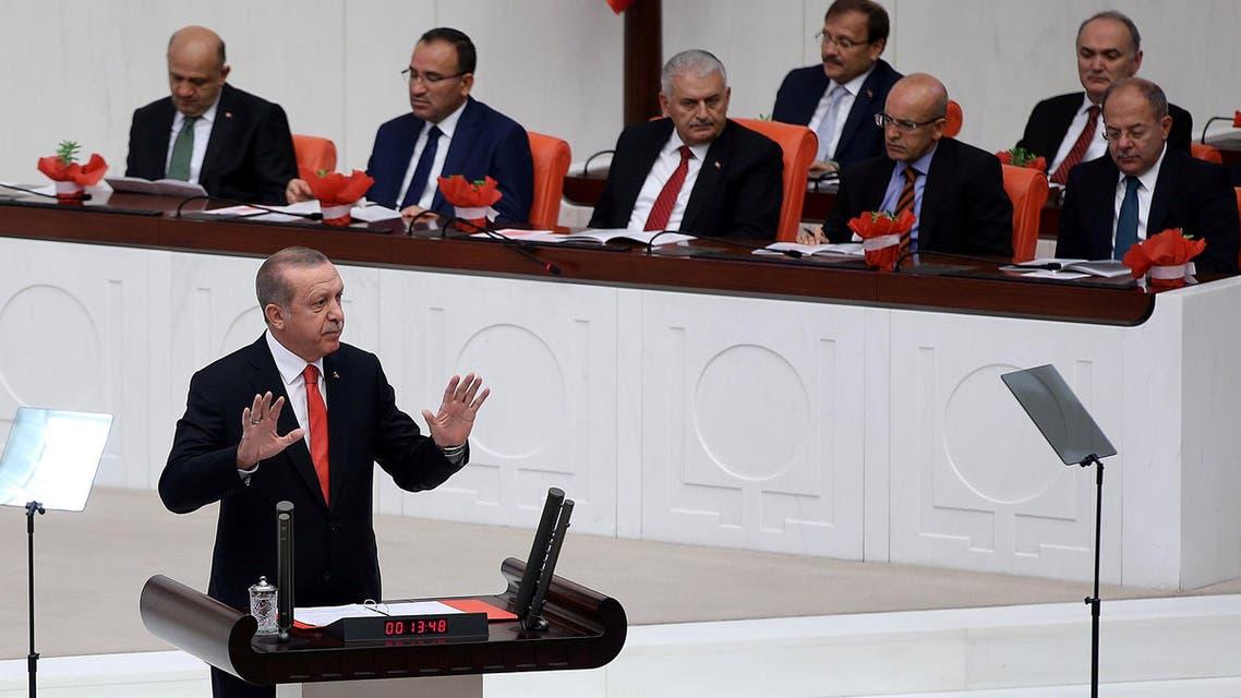 Turkish President Tayyip Erdogan addresses lawmakers at the Parliament in Ankara, Turkey, October 1, 2017. (reuters)